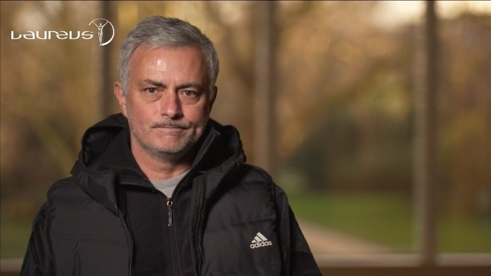 Mourinho praises former arch-rival Wenger as he gets lifetime achievement award