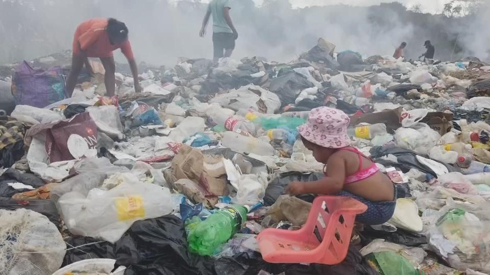 Hungry Venezuelans pick through Brazil landfill