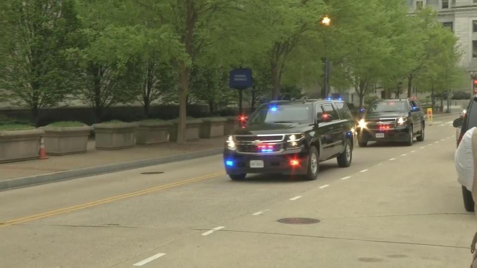Barr arrives at DOJ ahead of Mueller report release