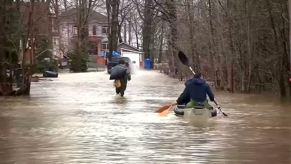 One dead, extensive damage in Quebec floods