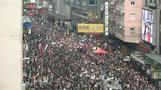 عشرات الآلاف يطالبون باستقالة الرئيسة التنفيذية لهونج كونج