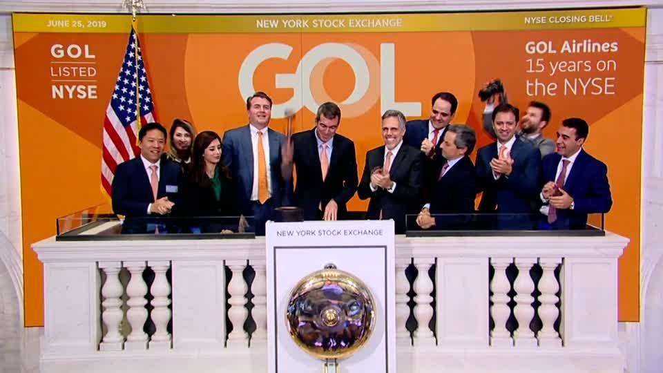 Wall Street drops amid tech selloff