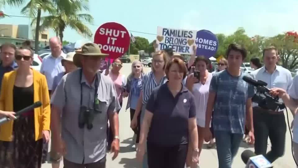 Klobuchar visits Homestead detention facility before debate