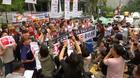 安倍首相をキムチでひっぱたく、韓国で反日不買運動広がる(字幕・19日)