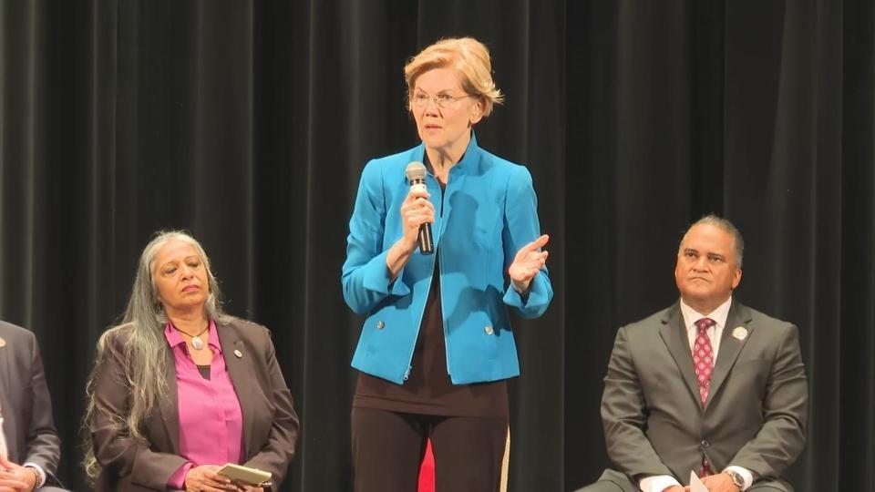 Warren apologizes at Native American forum