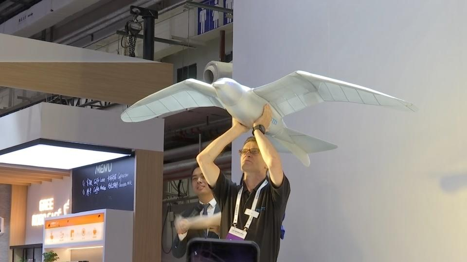 Bionic flying bird soars at China robot show