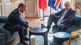 英国紳士? ジョンソン首相、仏エリゼ宮で机に足乗せ(字幕・23日)