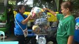 プラごみをコメと交換、フィリピンで開始 貧困対策にも(字幕・13日)