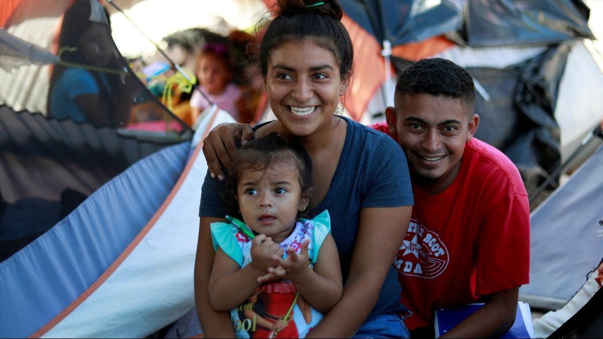 Honduran newlyweds cling to asylum dream