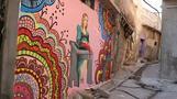 戦争で傷ついた街に彩りを、モスルで街の壁に絵を描く若者たち(字幕・19日)