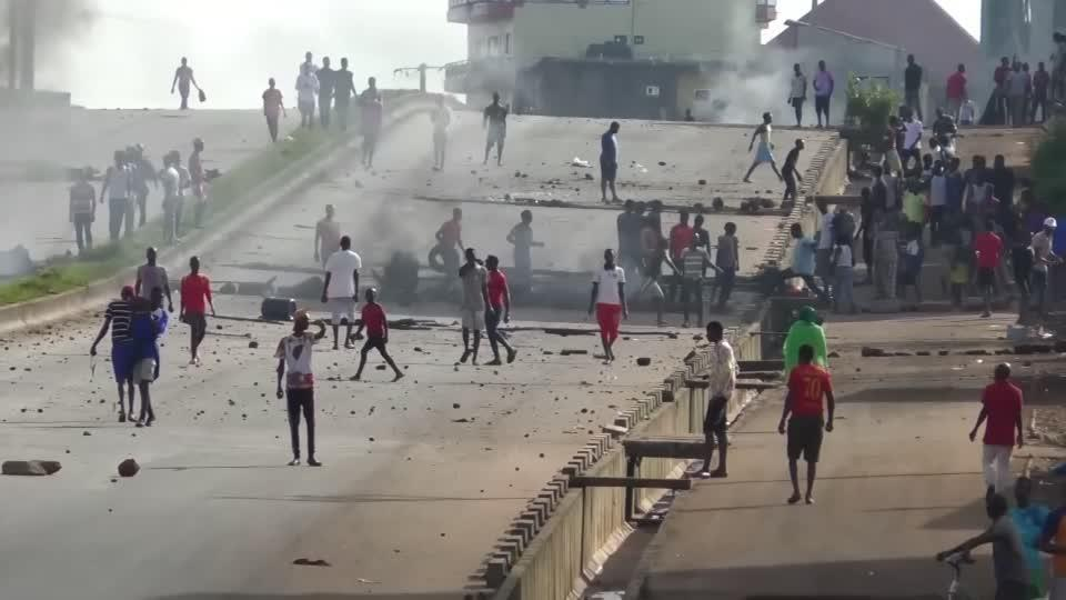 Police crack down as protesters rally in Guinea