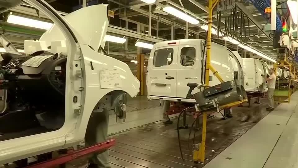 Renault shares tumble after profit warning