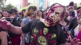الموتى الأحياء يحتلون شوارع العاصمة المكسيكية في حدث سنوي