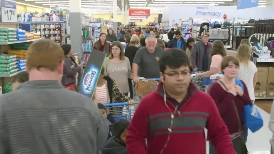 Walmart lifts outlook, El Paso store reopens