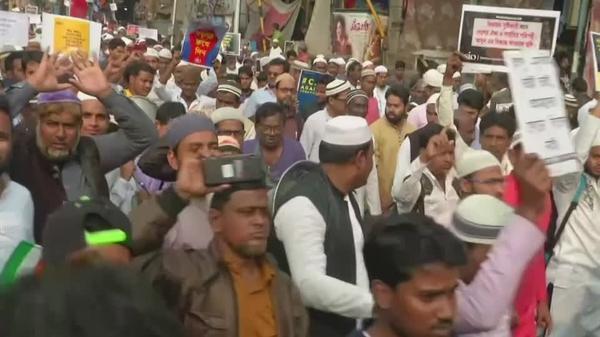 インドの移民新法、イスラム教徒除外に抗議し数千人がデモ(字幕・13日)