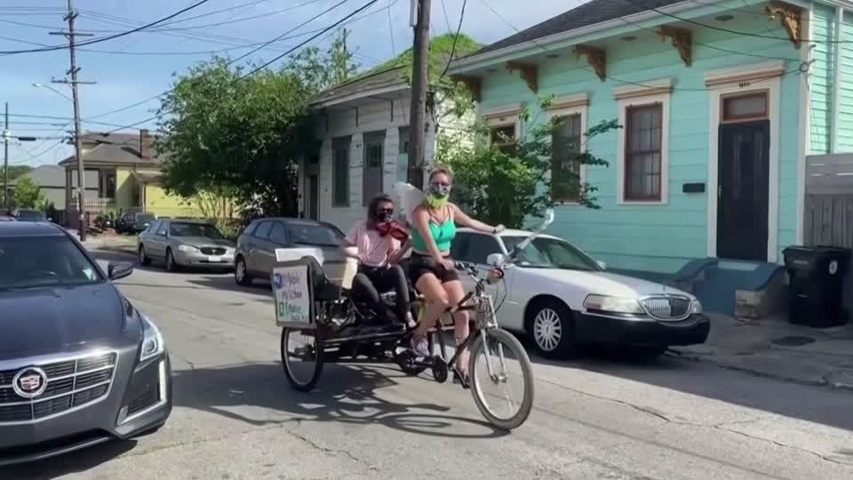In New Orleans, roving violinist brings joy to isolated residents