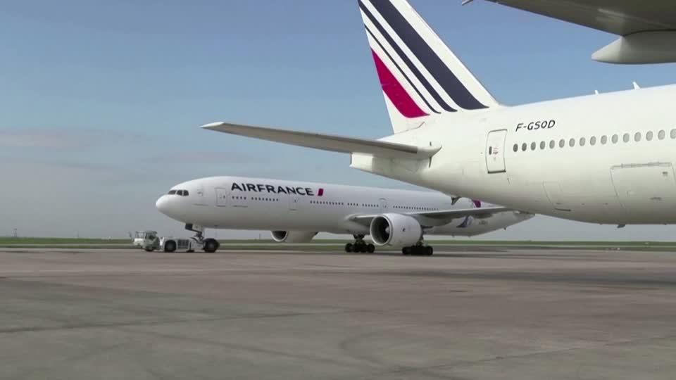 Anger as Air France cuts jobs despite bailout