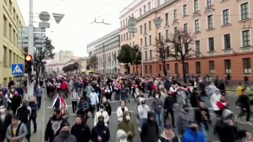 Tens of thousands rally against Belarus president