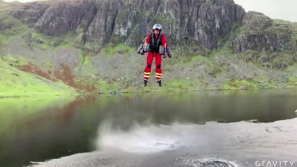「空飛ぶ救急隊員」が駆けつける!?英国でジェットスーツ導入検討(字幕・30日)