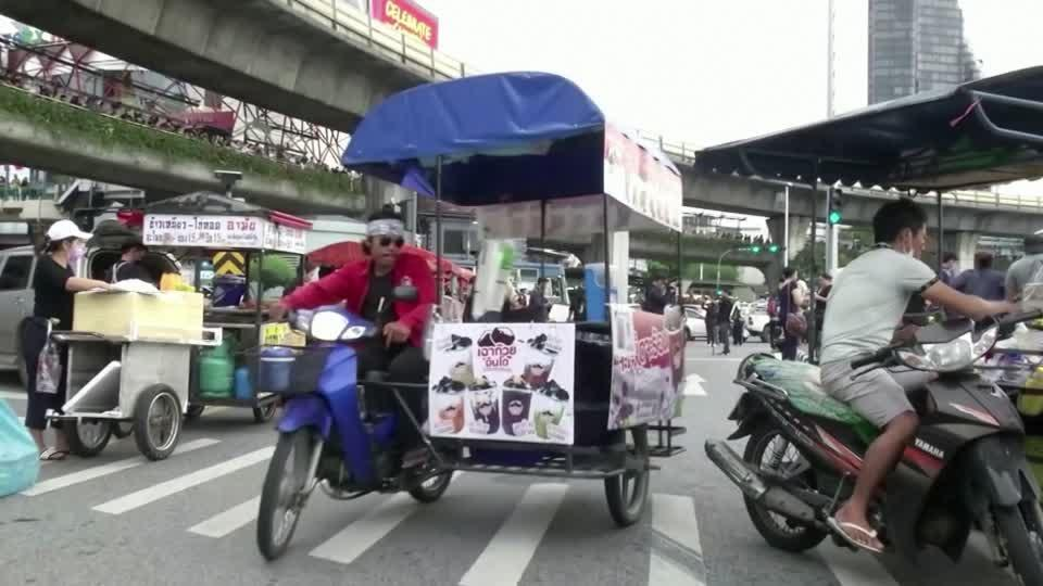 The Thai street cooks who get to protests first