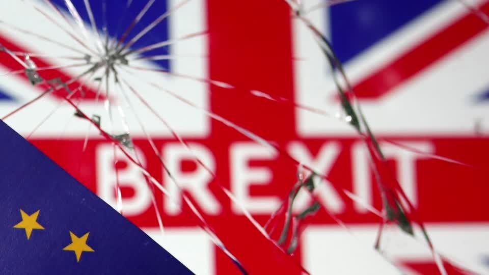 Brexit goes down to the wire, differences remain