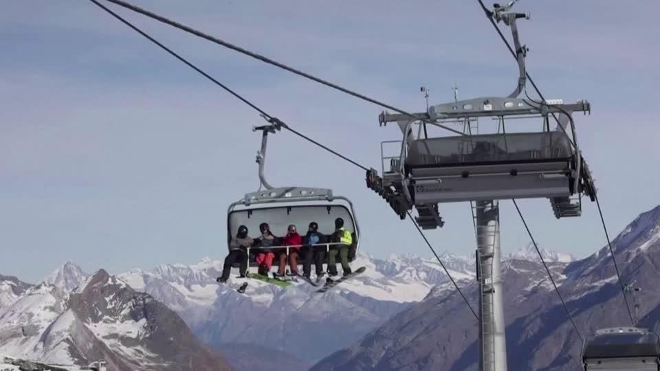 Ski resort openings divide Europe