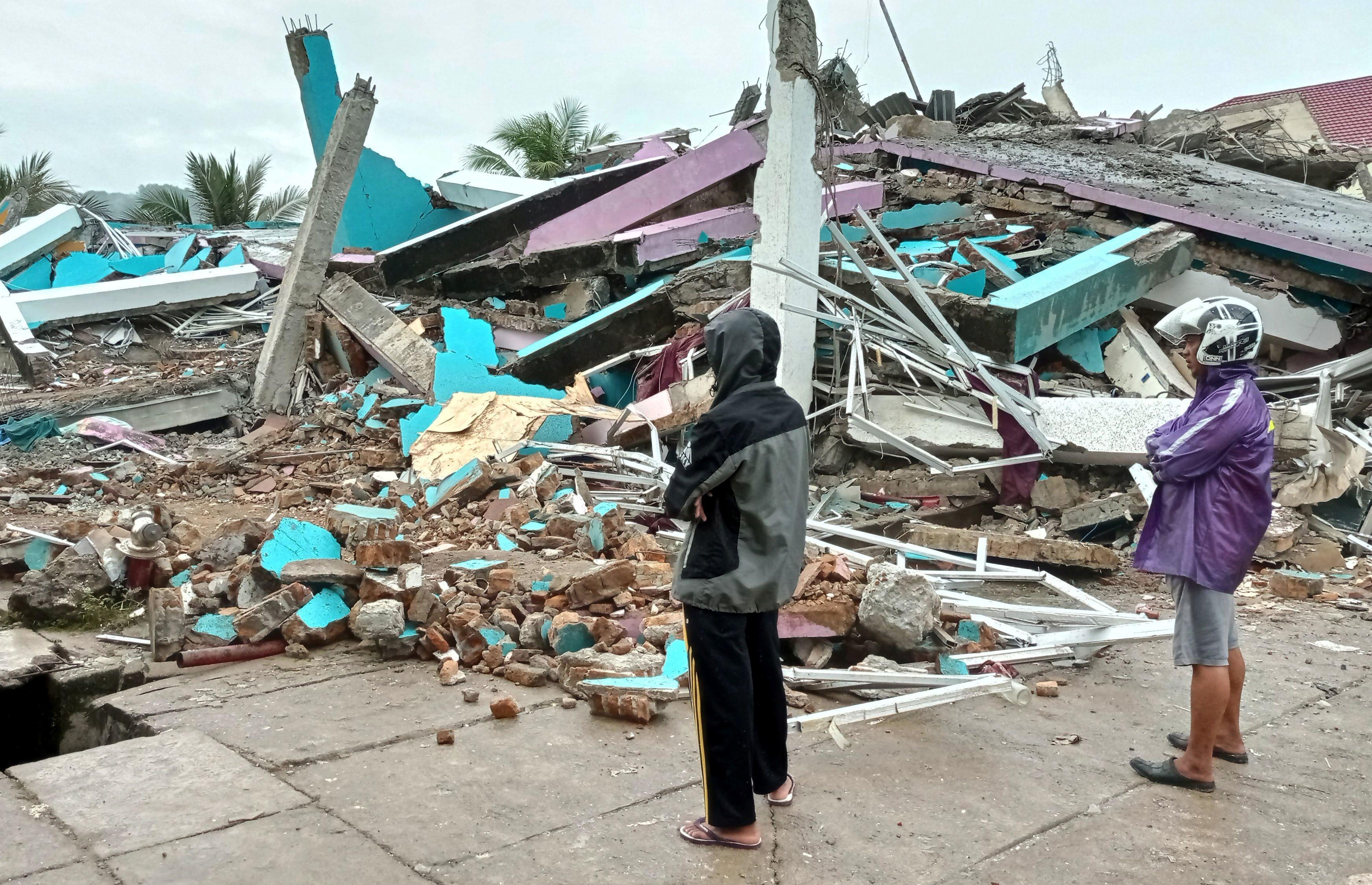 Indonesia earthquake kills at least 35