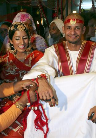 WITNESS: Wedding vows: A Sudanese love affair - Reuters