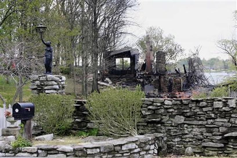 Johnny cash 39 s tennessee house burns down reuters for Johnny cash house hendersonville tn
