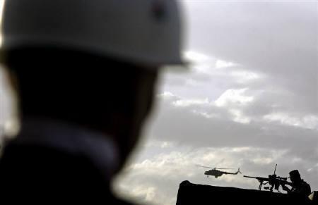 7月26日、米軍主体の多国籍軍がアフガニスタン南部で武装勢力50人以上を殺害したことが明らかに。写真はカブールで24日撮影(2007年 ロイター/Ahmad Masood)
