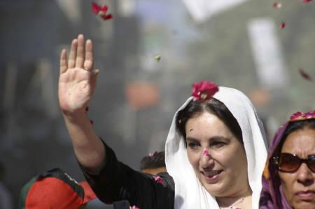 Pakistans Bhutto Visits Slain Supporters Family - Bhutto family