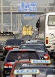<p>Traffico a Pechino. REUTERS/David Gray</p>