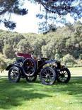 <p>La plus ancienne Rolls-Royce au monde a été vendue lundi aux enchères 3,5 millions de livres (4,9 millions d'euros), un prix jusqu'à présent jamais atteint pour une voiture de la marque mythique et pour un véhicule datant d'avant 1905. /Photo prise le 17 octobre 2007/REUTERS/Bonhams/Handout</p>