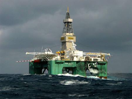 File photo of an offshore oil rig. Oil jumped $3 to $93 a barrel on Wednesday as the U.S. Oil jumped nearly 5 percent to over $94 a barrel Wednesday as the U.S. Federal Reserve and other major central banks moved to ease credit tensions and U.S. crude stocks fell to the lowest point since early 2005. REUTERS/Files