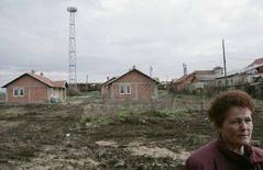 <p>Сербские беженцы возвращаются в город Косово Поле в крае Косово 12 декабря 2007 года. Евросоюз, обеспокоенный тем, что желание Косово получить независимость может дестабилизировать ситуацию на Балканах, в пятницу предложил Сербии быстрый вариант вступления в блок европейских стран. (REUTERS/Hazir Reka)</p>