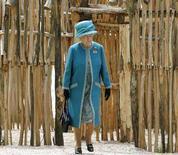 <p>La regina Elisabetta in una immagine di archivio. REUTERS/Jim Bourg</p>