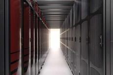 <p>Le supercalculateur HECToR, au centre de recherches informatiques de l'université d'Edinbourg. La machine, dont les éléments tiennent dans une soixantaine d'armoires, est dotée d'une puissance équivalente à celle de 12.000 ordinateurs personnels, figure parmi les plus rapides et les plus puissantes en Europe. /Photo d'archives/REUTERS/EPSRC/Handout</p>