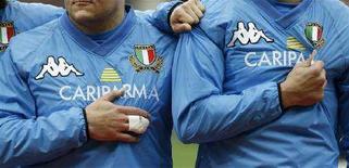 <p>La nazionale italiana di rugby durante l'ultima partita contro l'Irlanda. REUTERS/Russell Cheyne</p>
