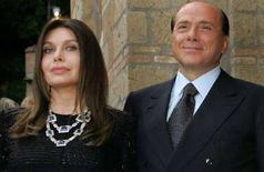 <p>Silvio Berlusconi con la moglie Veronica Lario. REUTERS/Alessandro Bianchi/Files</p>