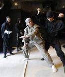 <p>Un momento del corso per ninja. REUTERS/Kim Kyung-Hoon (JAPAN)</p>