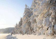 <p>Una suggestiva immagine di una foresta ghiacciata nella Siberia centrale. REUTERS/Ilya Naymushin (RUSSIA)</p>