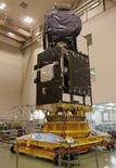 """<p>Il nuovo satellite """"Winds"""" sviluppato dall'Agenzia per l'esplorazione aerospaziale e dall'Istituto nazionale di information e communications technology giapponesi nel Centro spaziale di Tsukuba, a nordest di Tokyo. REUTERS/Toru Hanai</p>"""