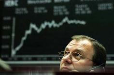 <p>Un trader al lavoro. MRKET REUTERS/Kai Pfaffenbach</p>