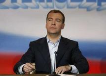 <p>Кандидат в президенты России Медведев отвечает на вопросы журналистов в своем предвыборном штабе в Москве. 3 марта 2008 года. Страны Запада надеются на расширение сотрудничества с Россией при президенте Дмитрии Медведеве, однако выражают опасения по поводу демократических свобод и призывает к соблюдению прав человека. (REUTERS/Pawel Kopczynski)</p>