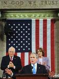 <p>Il presidente Usa George W. Bush e, dietro di lui, il vice Dick Cheney e la Speaker della Camera Usa Nancy Pelosi il 28 gennaio scorso a Washington. REUTERS/Tim Sloan/Pool</p>