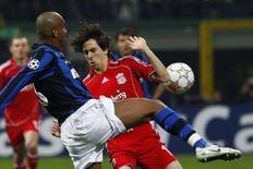 <p>Un'azione tra Intern e Liverpool. REUTERS/Tony Gentile</p>