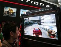 <p>Les ventes de jeux vidéo et de matériels afférents ont représenté 1,33 milliard de dollars en février aux Etats-Unis, soit une hausse de 34% sur février 2007, et la PS3 de Sony a, pour le deuxième mois d'affilée, surpassé la Xbox 360 de Microsoft, selon une étude du cabinet NPD. /Photo prise le 7 mars 2008/REUTERS/Vivek Prakash</p>