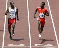 <p>Il canadese Anson Henry e Richard Thompson di Trinidad corrono i 100 metri piani durante l'11° IAAF World Athletics Championships di Osaka, nell'agosto 2007. REUTERS/David Gray (JAPAN)</p>