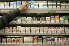 <p>Una tabaccheria inglese. REUTERS/Luke MacGregor (BRITAIN)</p>