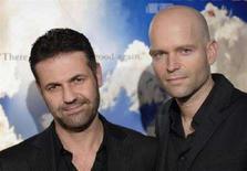 """<p>Il regista del film """"Il cacciatore di aquiloni"""" Marc Forster (destra) e l'autore dell'omonimo romanzo Khaled Hosseini. REUTERS/Phil McCarten</p>"""